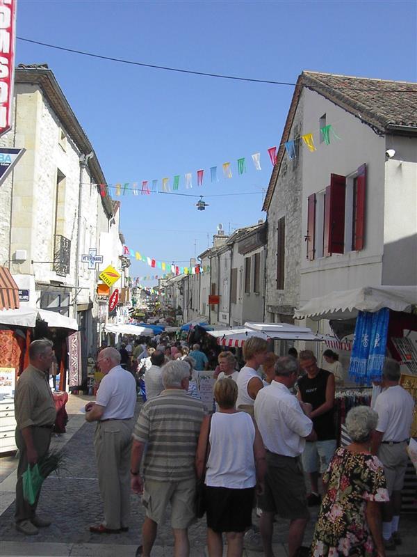 Marché traditionnel de Castillonnès